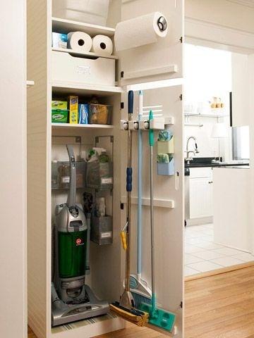 ไอเดียตู้เก็บเครื่องดูดฝุ่น ไม้กวาดและอุปกรณ์ทำความสะอาดที่เวิร์คมากๆ